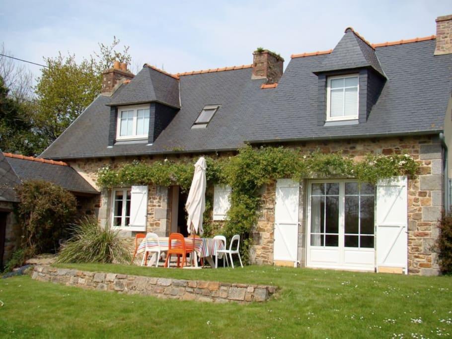 Maison de p cheur sur bras de mer houses for rent in l zardrieux brittany - Maison pecheur bretagne ...