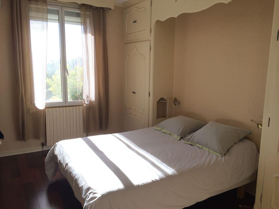 Villa calme vue piscine sauna houses for rent in for Piscine sauna hammam marseille