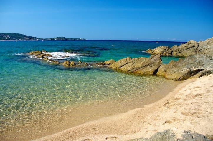 Plage de mare e sole. Ou la plage d'argent sur la rive sud du golfe d'Ajaccio.