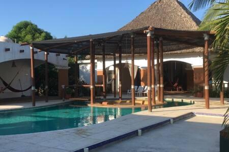 ¡¡Hermosa casa en Monterrico cerca del Mar!!