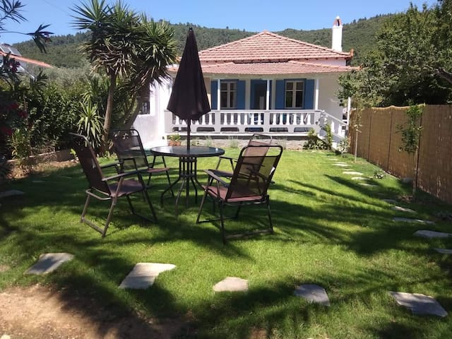 Myrto cottage with private garden close to beach