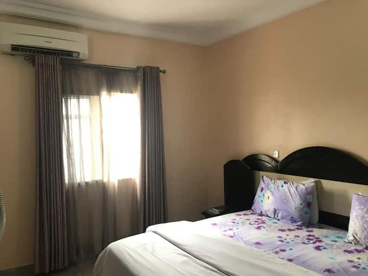 PennyHill Suites - Business Suite