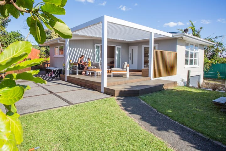 Gorgeous FAMILY BEACH HOLIDAY home, lush outdoors♥