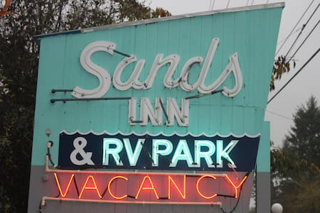 #7- Double Vintage Surf Escape @ The Sands - Westport