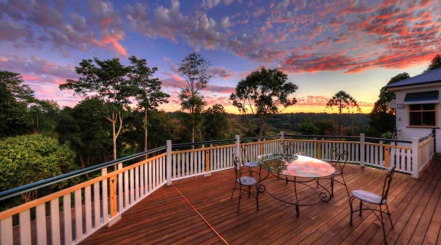 The Falls Montville - Superb Queenslander Manor