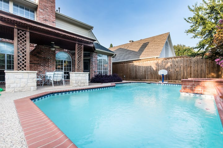 Beautiful Home with Pool perfect for groups
