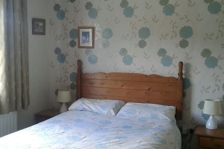Family room with double and single - Ballinasloe - Bed & Breakfast