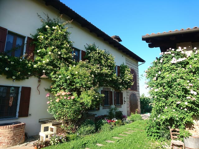 Cascina Lina-Rustic Villa w/ Large Pool and Views