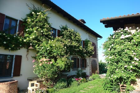 Cascina Lina-Rustic Villa w/ Summer Pool & Views