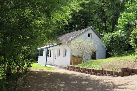 Kleines Ferienhaus am Waldrand - Casa