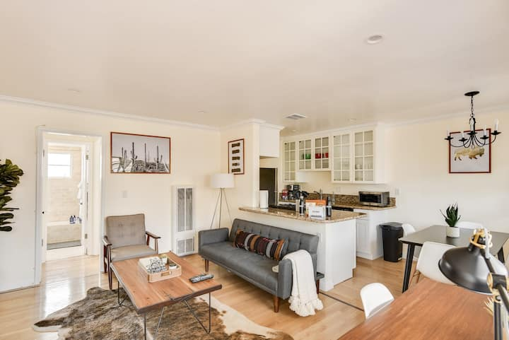 Stylish Santa Monica 1Bed/1Bath at 10th & Wilshire