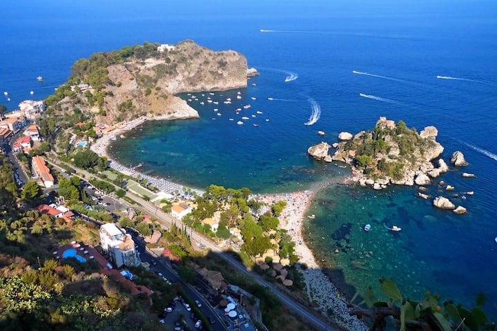 Taormina/Naxos Panoramic holiday home near the sea