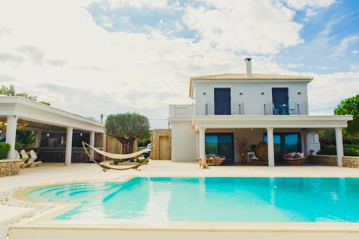Home rentals in Ermioni-Private Studio shared pool