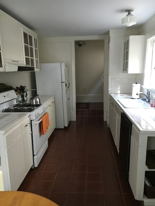 Kitchen with gas stove, double sink, dishwasher