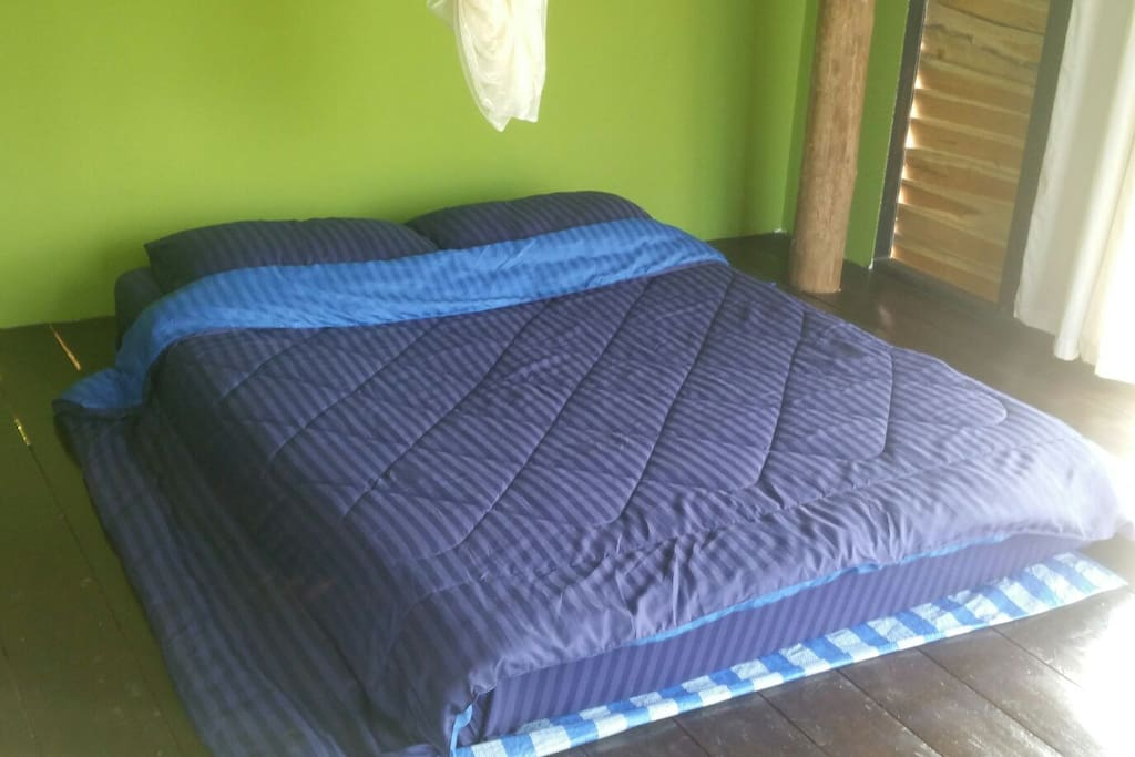 Queen bed in reaun krajoke
