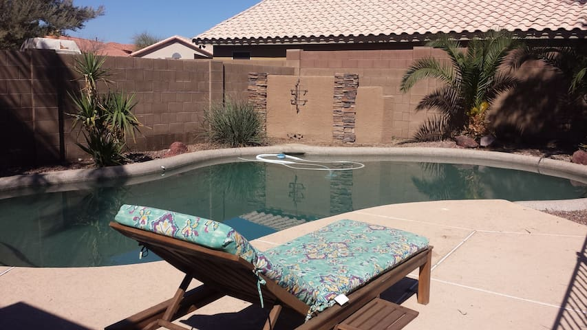 Private Room with Pool Access (Q) - Avondale