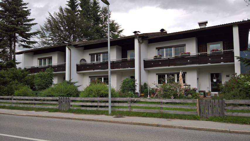Reihenhaus in Planseenähe, toller Bergblick - Gemeinde Reutte - ทาวน์เฮาส์