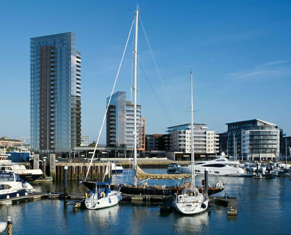Modern Apartment in Ocean Village - Southampton  - Apartemen