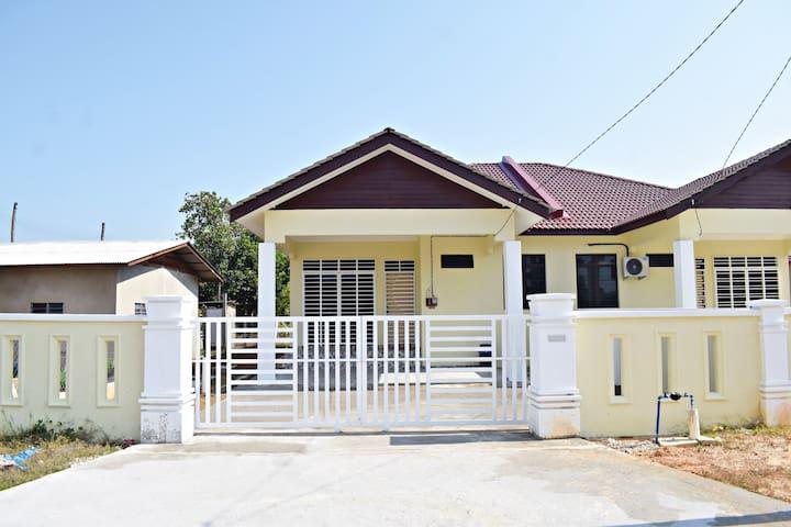 Atyrah Homestay, Pantai Rhu Sepuloh
