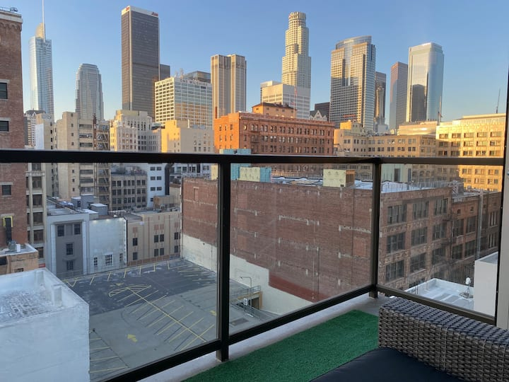 Luxurious Modern High Rise Apartment LA