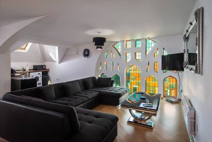 Stunning Church conversion close to the Tower