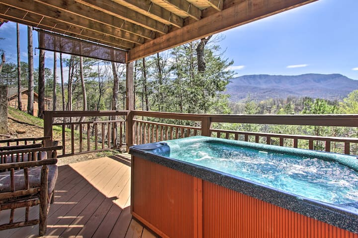 Luxury Cabin with Sweeping Smoky Mountain Views!