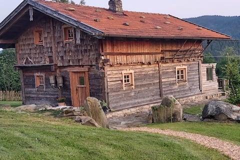 Gemütliche, urige Hütte im Bayerischen Wald