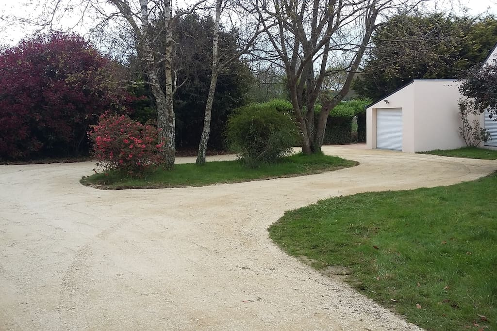 allee-jardin-parking