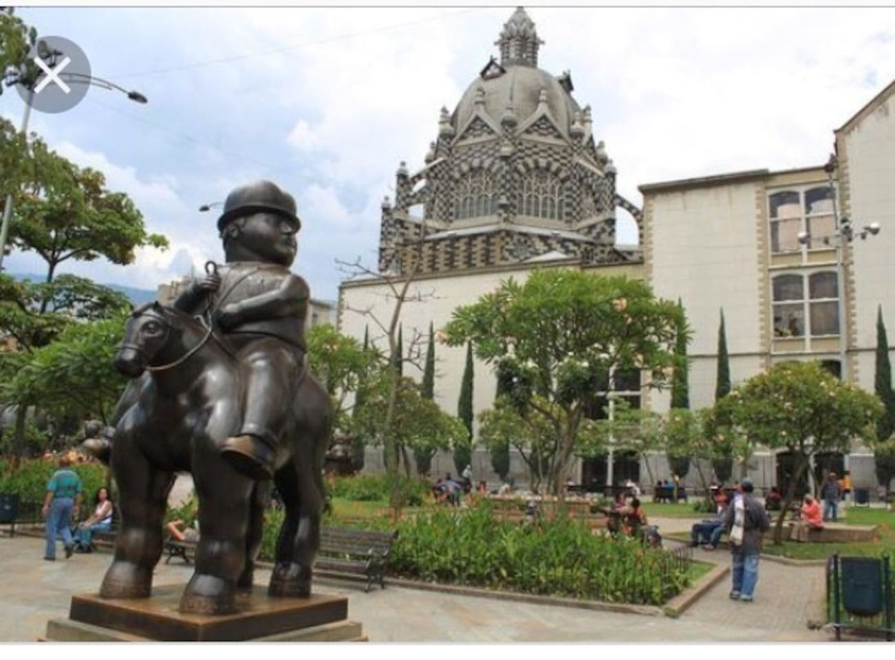 You'll be staying right on Plaza Botero, less than 100 m from the Museo de Antioquia.