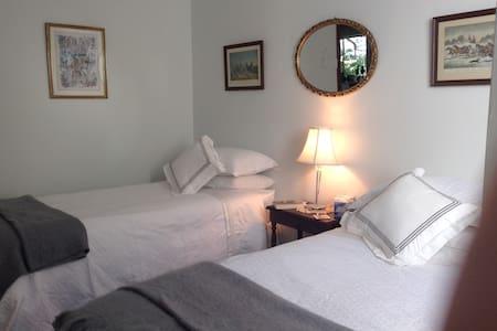 Garden Room, Whispering Pines Bed & Breakfast - Collie - Bed & Breakfast