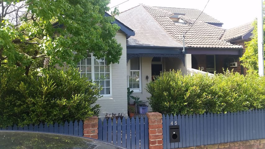 Ali & Alex's Place - Ashfield - Huis