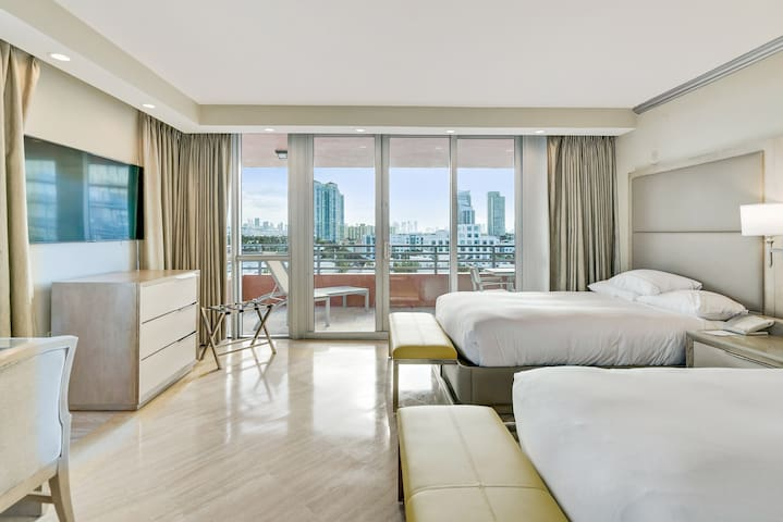 The Bentley South Beach   City View Two Queens Studio Suite 915B