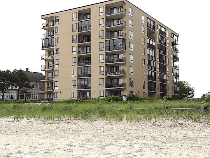 Lovely Beach Front Building Condo w/ Outdoor Pool