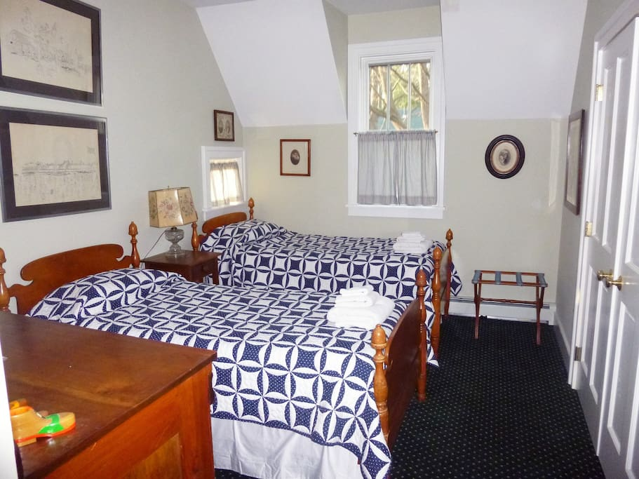 Twin beds with Amish quilts