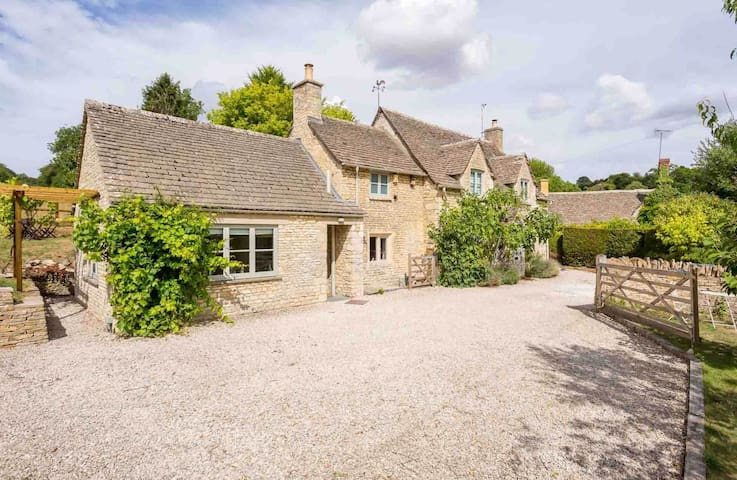 Willow Tree Cottage, Chedworth