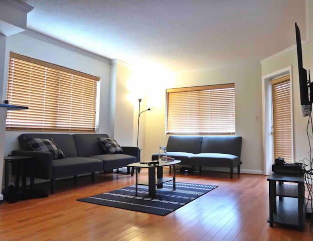 Cozy 1 bedroom 2 bed w/ Balcony by ATL night life!