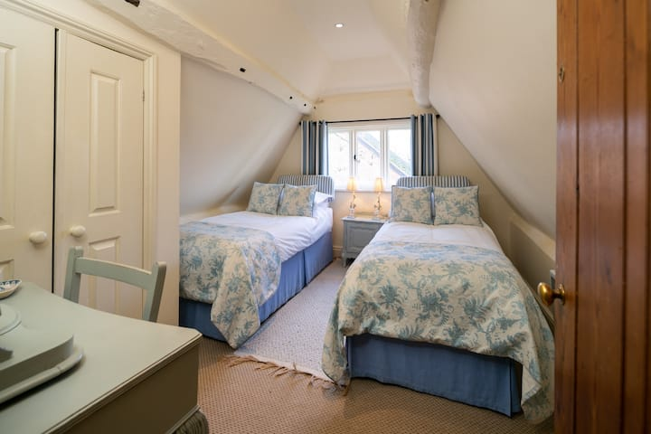 Historic Cottage - Bluebell Room