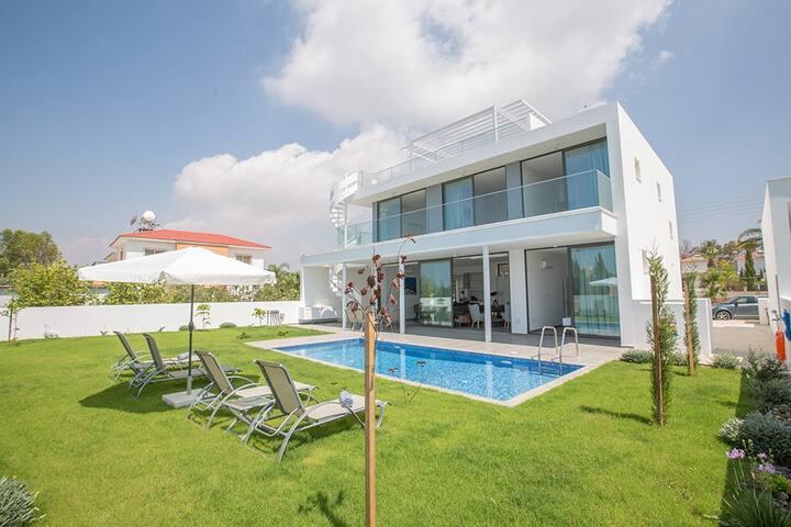 Villa Tara with private pool