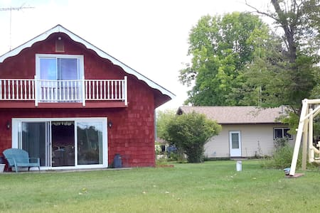 Open Year-Round! Irish Hills Cottage on Mercury Lake-Cable & WIFI-sleeps 8 - Addison