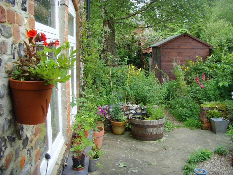 Courtyard garden......there is also a lawned garden