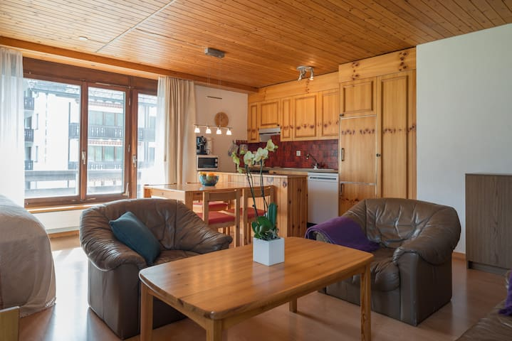 Great 1BR apartment in the middle of the action directly at the valley station in Laax (Signina 8-10)