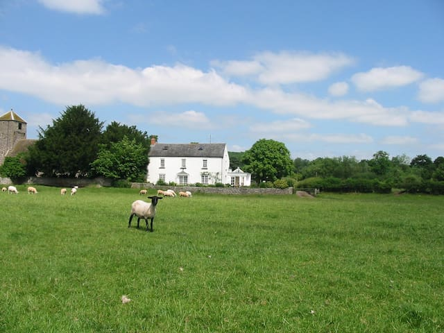 Rectory Cottage @ The Old Rectory - The Bryn - Huis