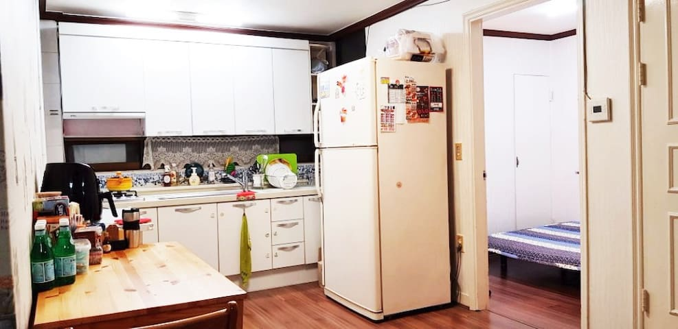 Mangwon&Hapjeong Cozy private room near Han River