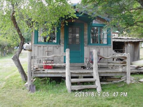 Tiny house on beach lot on Orcas Island