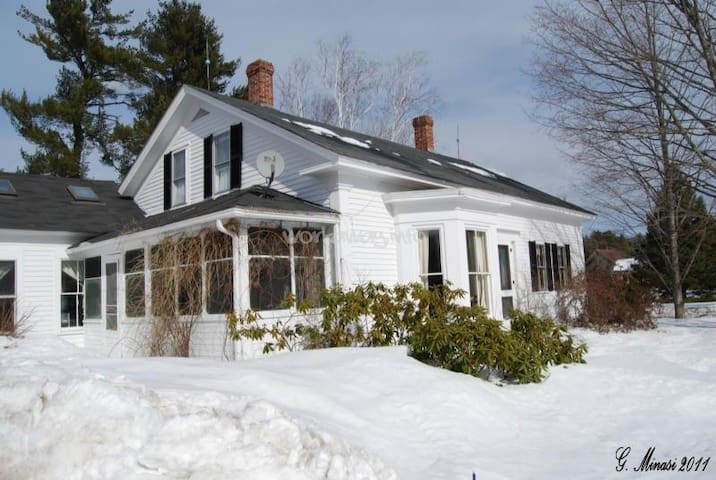 Winter Wonderland @ 1790 Farmhouse, #2 - Hopkinton - Casa