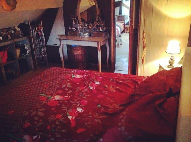 Chambre dans un duplex à Chatou. - Chatou - Daire