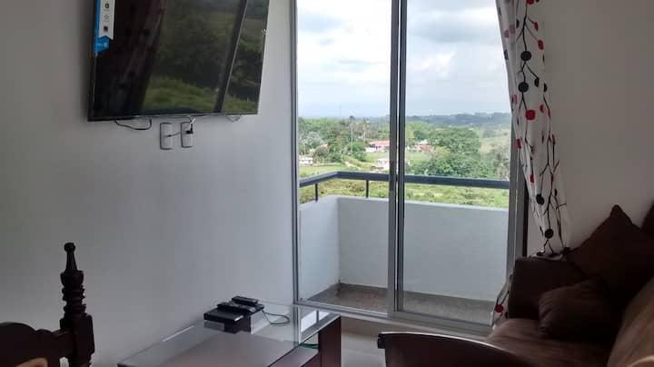 Apartamento amoblado con excelente vista acogedor