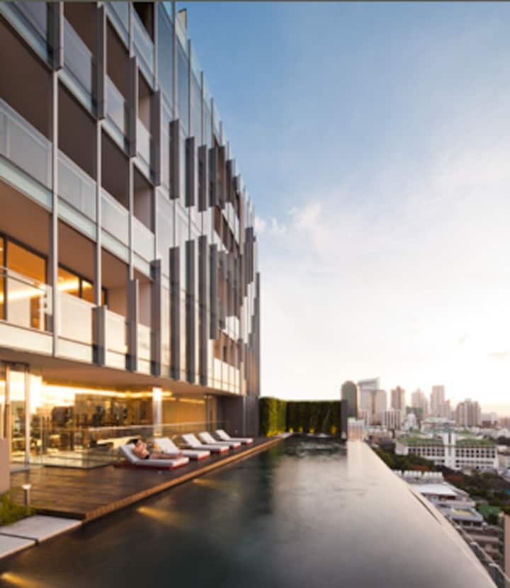 Elegant 2-Brm Condo in Heart of Bangkok