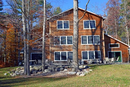 Large Secluded Estate accommodates 18+ guests. - Pine Bush - Casa