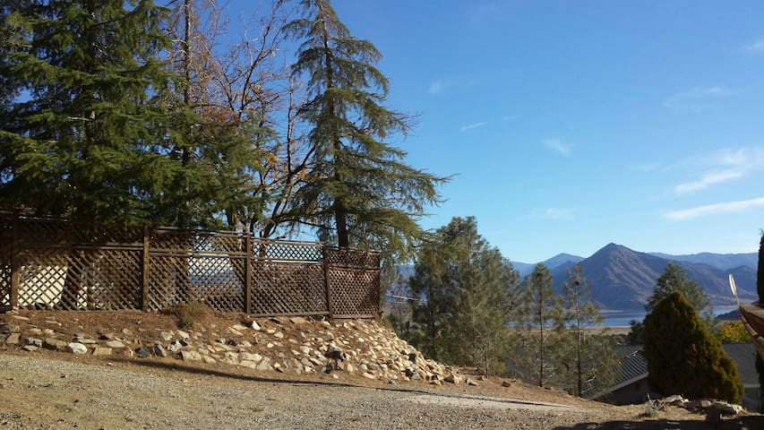 Lovely House near the Lake & River w/great view!